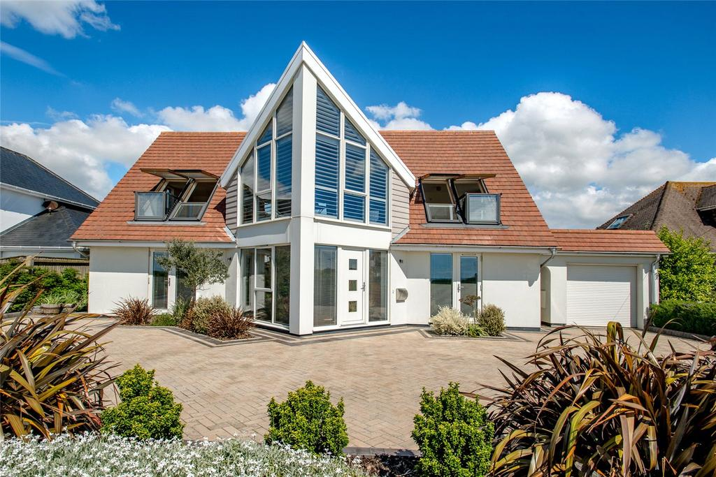 4 Bedrooms Detached House for sale in Wharncliffe Road, Highcliffe, Christchurch, Dorset, BH23