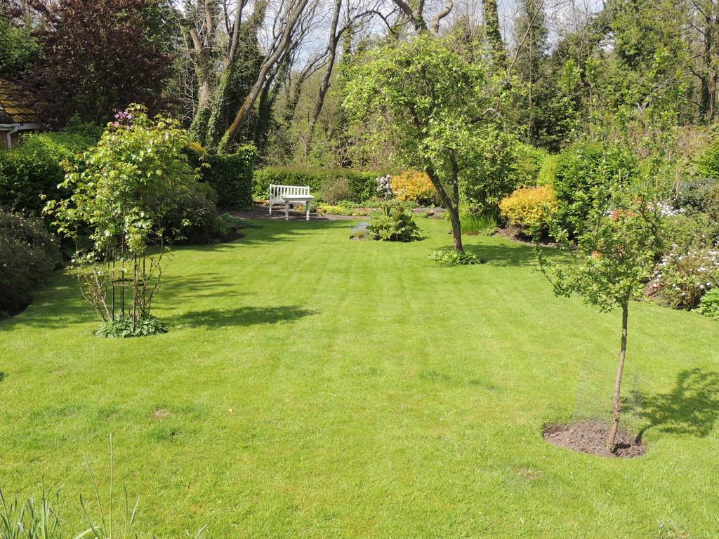 3 Bedrooms Detached Bungalow for sale in Earlswood Common, Earlswood