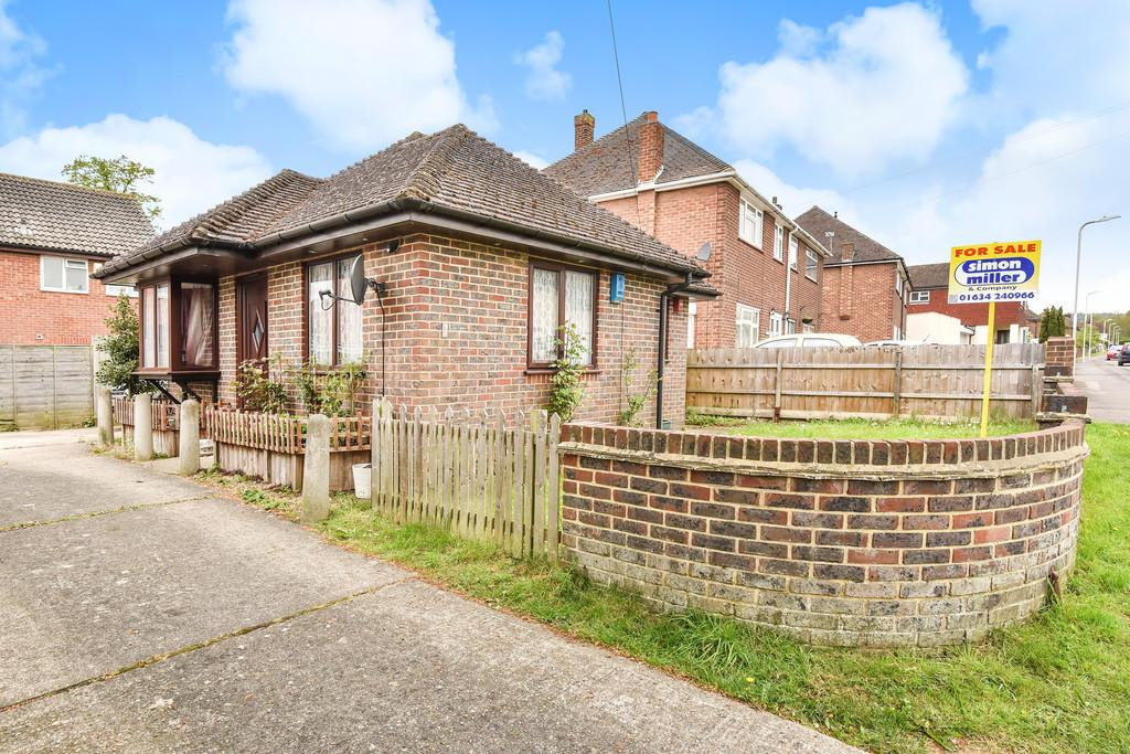 1 Bedroom Detached Bungalow for sale in Lee Road, Snodland