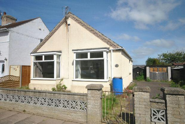 2 Bedrooms Detached Bungalow for sale in Hilary Road, Grimsby