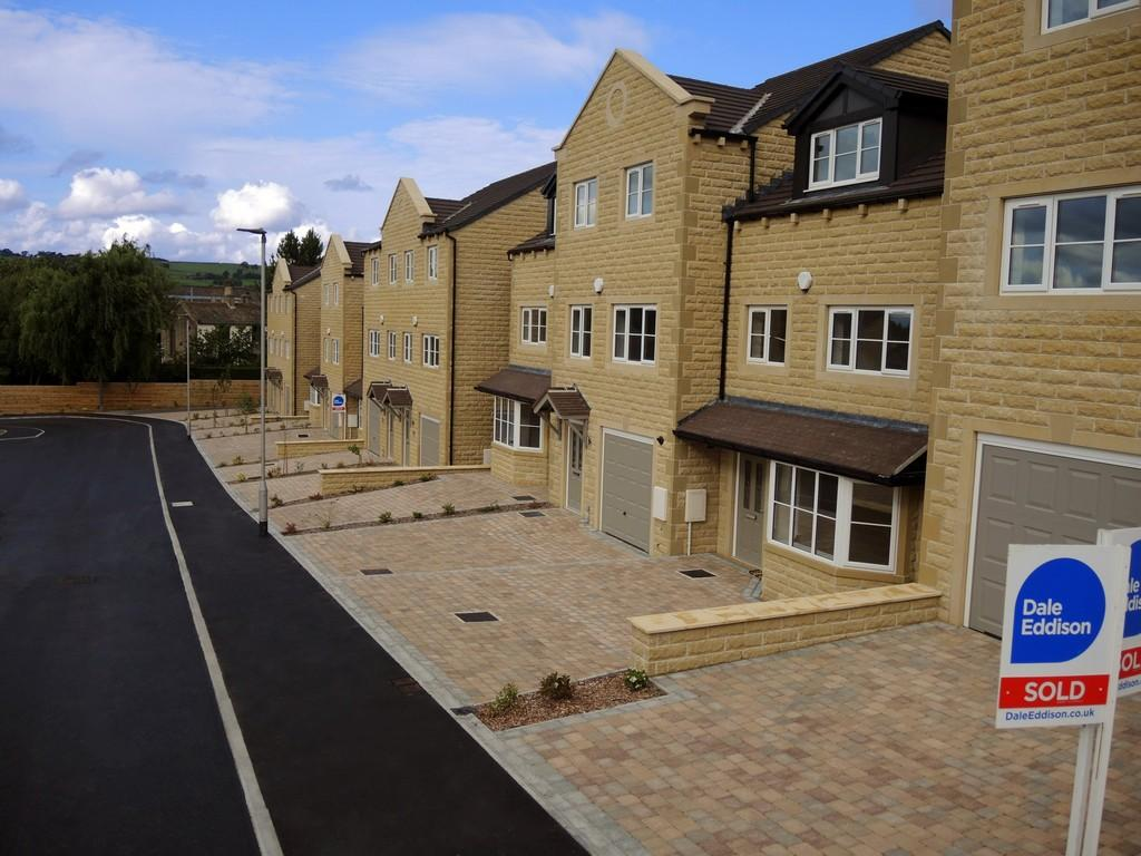 4 Bedrooms Town House for sale in Plot 8 (57) Sycamore Grove, Eastburn