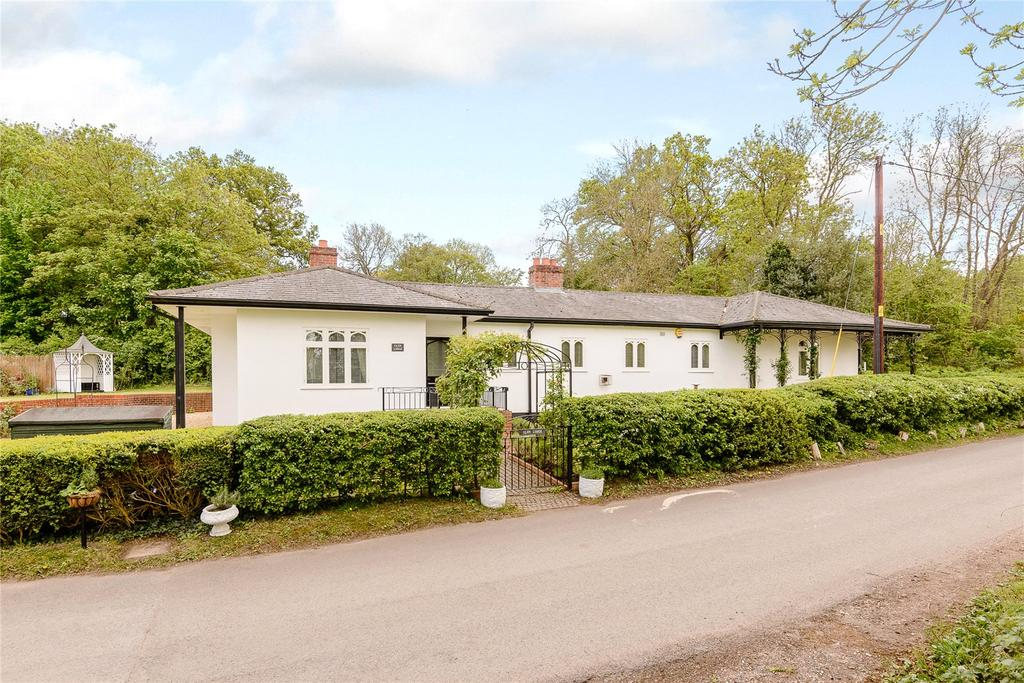 3 Bedrooms Detached Bungalow for sale in Bottom Lane, Sulhamstead, Reading, Berkshire