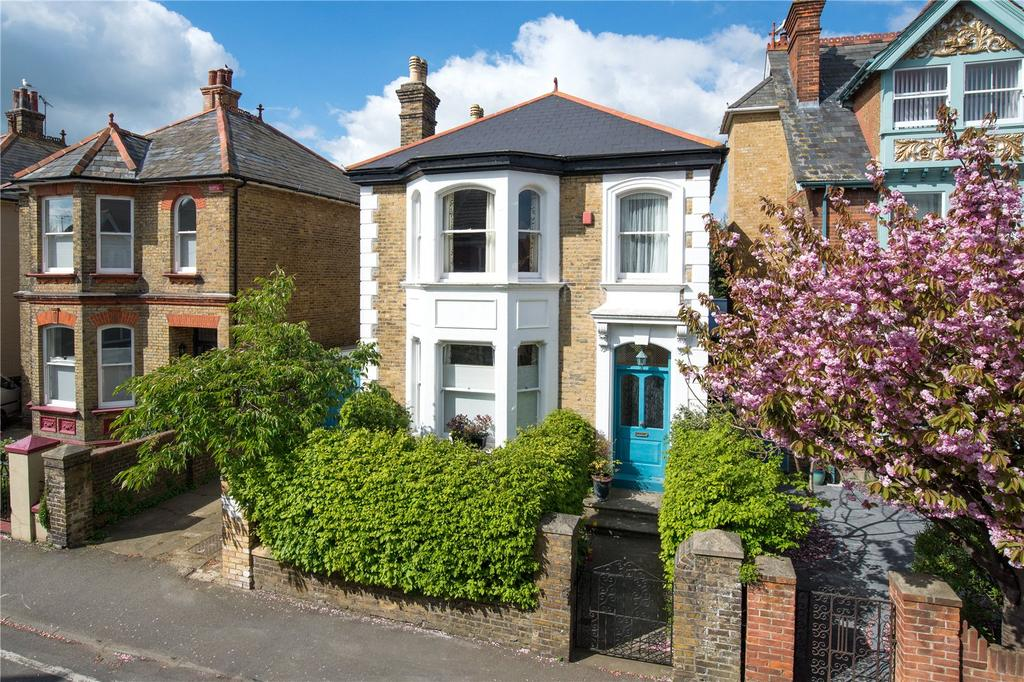 4 Bedrooms Detached House for sale in Blenheim Road, Deal, Kent