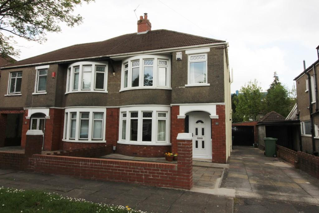 3 Bedrooms Semi Detached House for sale in St. Anthony Road, Heath