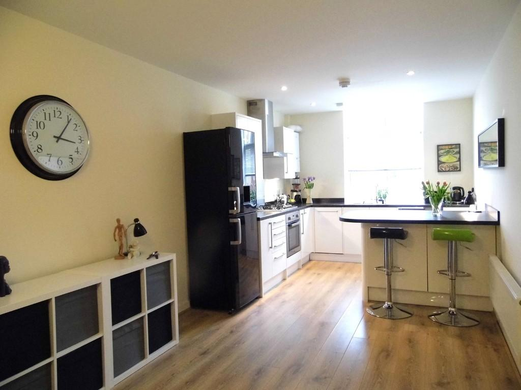 3 Bedrooms Apartment Flat for sale in Market House, Dickens Heath