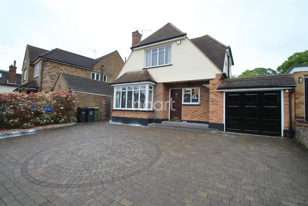 3 Bedrooms Detached House for sale in Crown Hill, Rayleigh