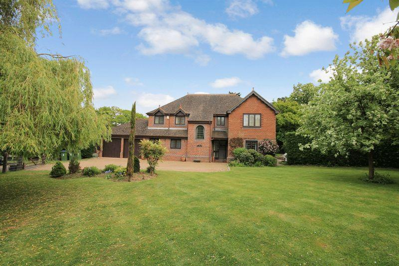 5 Bedrooms Detached House for sale in Kingsfold Close, Billingshurst