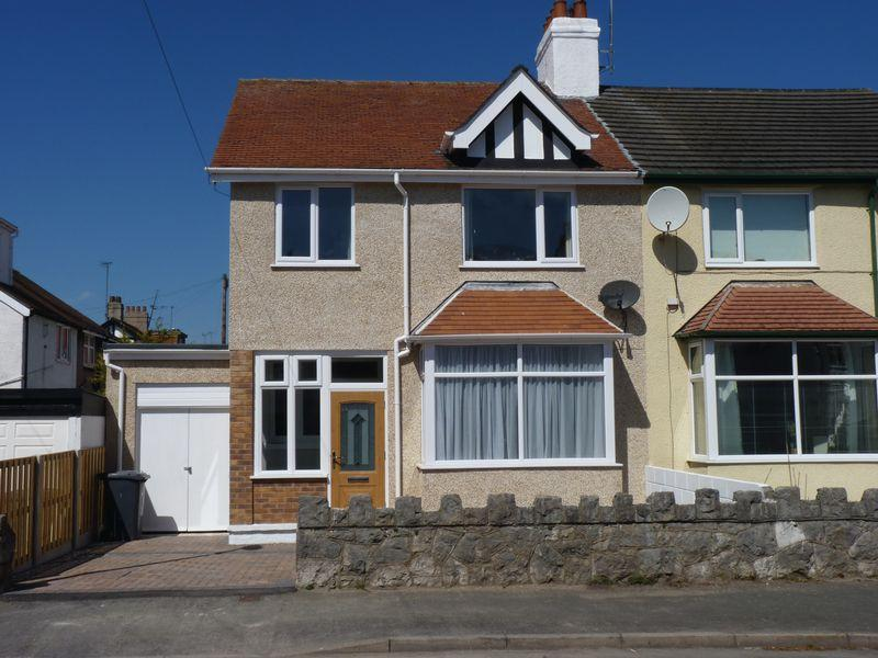 3 Bedrooms Semi Detached House for sale in 1, Hawthorne Avenue, Colwyn Bay LL28 4NA