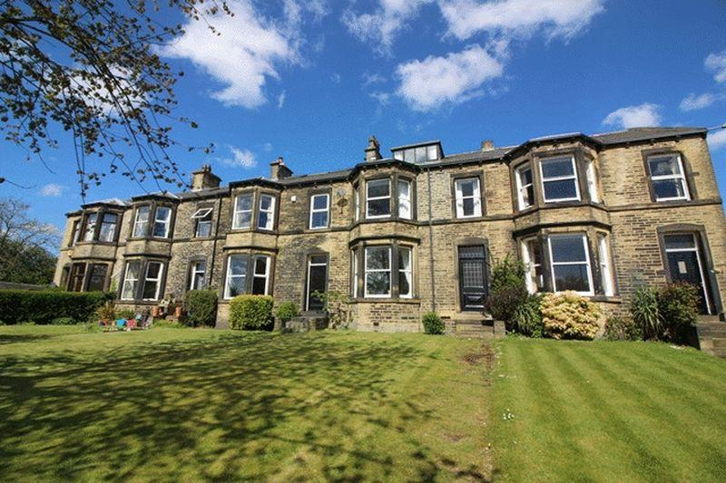4 Bedrooms Terraced House for sale in Stonecliffe, Savile Park, Halifax