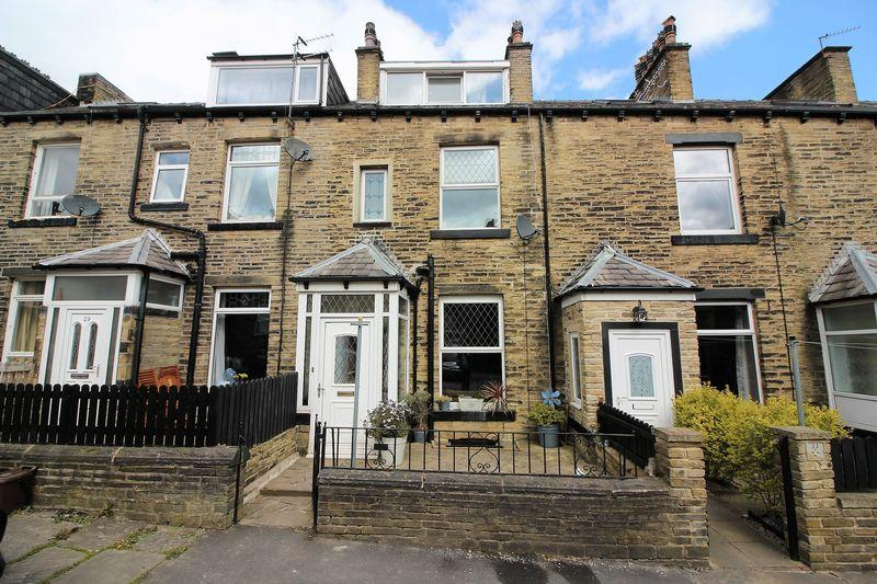 3 Bedrooms Terraced House for sale in Glen Terrace, Savile Park, Halifax