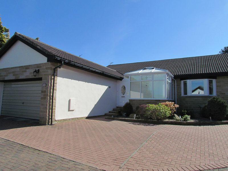 3 Bedrooms Detached Bungalow for sale in Grange Court, Bingley