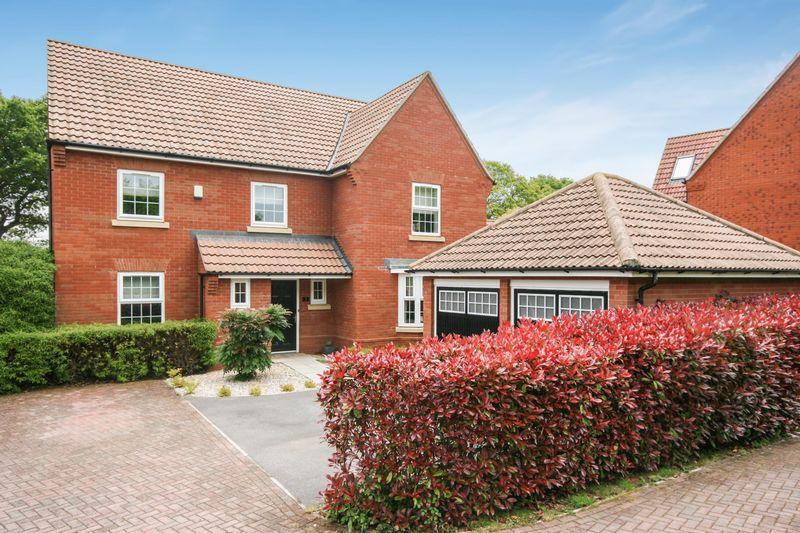5 Bedrooms Detached House for sale in Orchid Way, Bridgwater