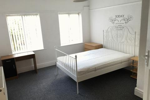 4 bedroom house share to rent - A room within a shared flat on Brodie Avenue, Liverpool - PRICE IS FOR 1 ROOM ONLY