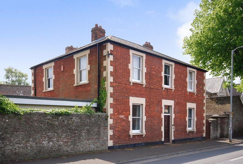 4 Bedrooms Detached House for sale in Priory Road, Wells