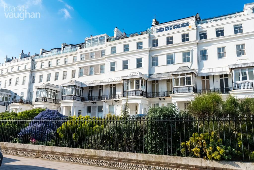2 Bedrooms Apartment Flat for sale in Chichester Terrace, Brighton, East Sussex, BN2