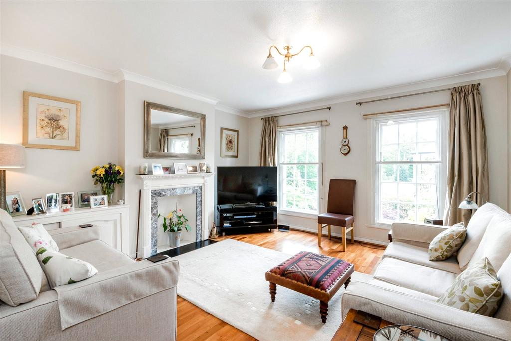 4 Bedrooms Terraced House for sale in Chester Close, Queens Ride, London, SW13