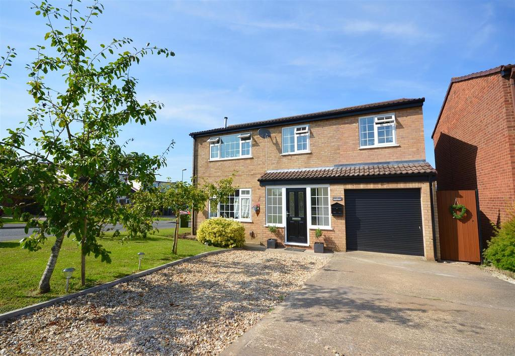 4 Bedrooms Detached House for sale in Wentworth Close, Heighington, Lincoln