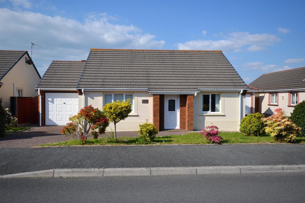 2 Bedrooms Detached Bungalow for sale in Callans Drive, Pembroke