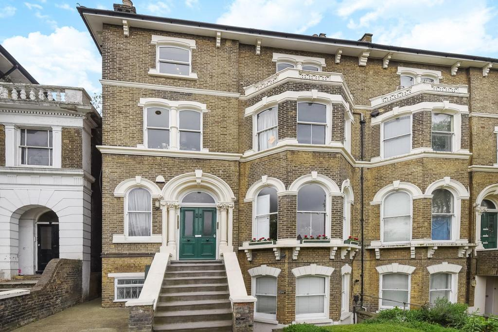 2 Bedrooms Flat for sale in Lewisham Way, Brockley, SE4