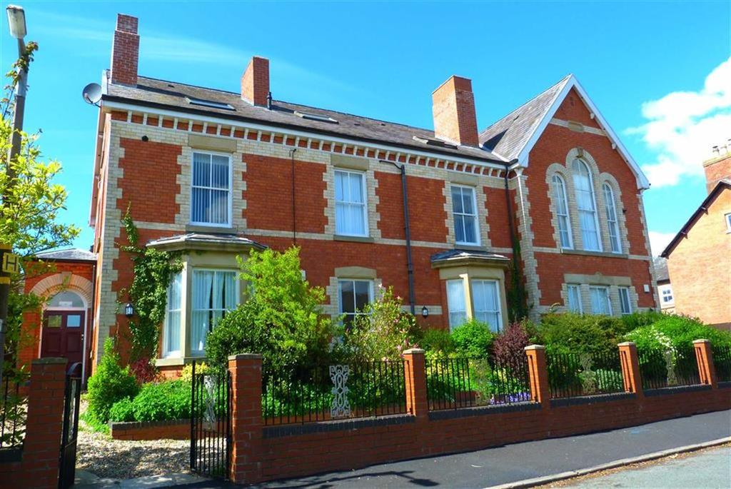 2 Bedrooms Apartment Flat for sale in Queens Park House, Queens Road, Oswestry, SY11