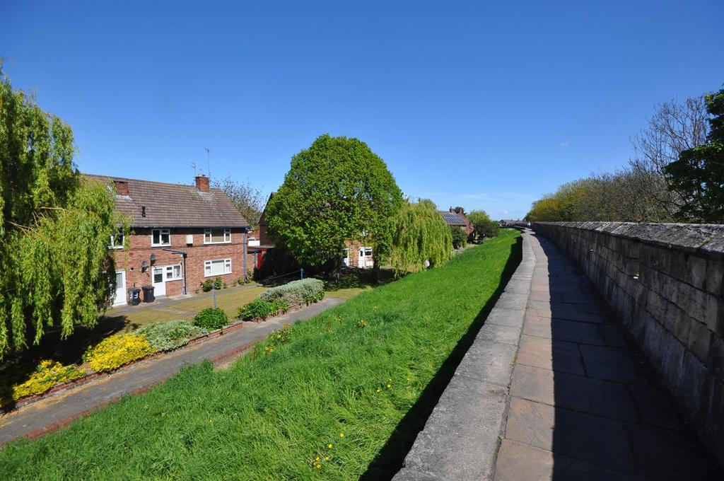 1 Bedroom Apartment Flat for sale in Long Close Lane, York City Centre.