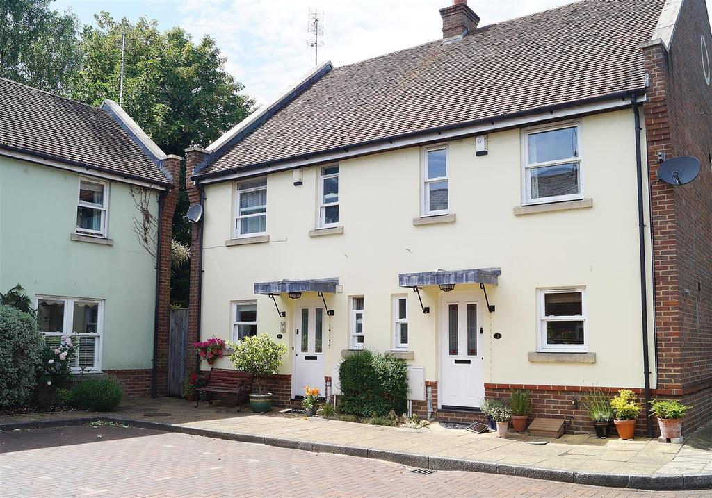 3 Bedrooms Semi Detached House for sale in Wheelwrights Close, Arundel