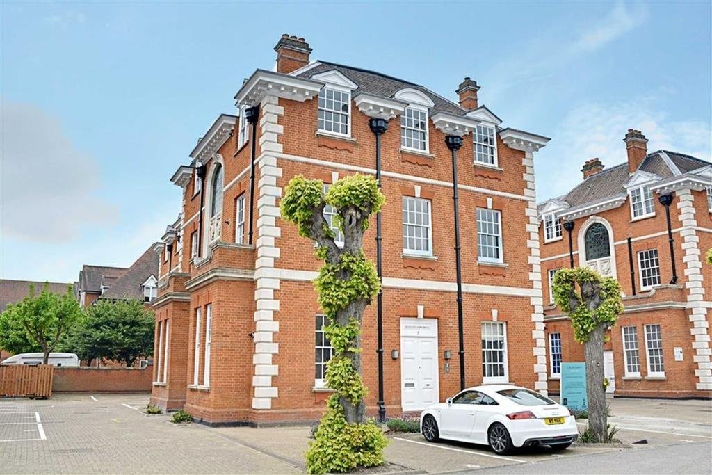 2 Bedrooms Flat for sale in Bluecoats Avenue, Hertford, SG14