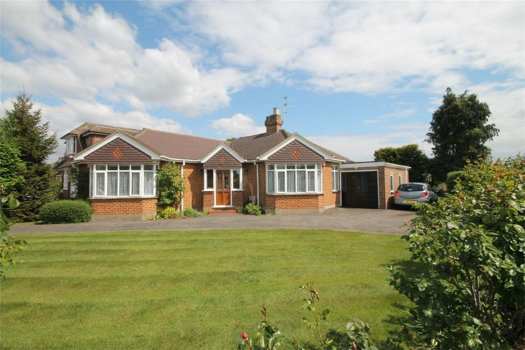 3 Bedrooms Detached Bungalow for sale in Riverside Close, Staines-upon-Thames, Surrey
