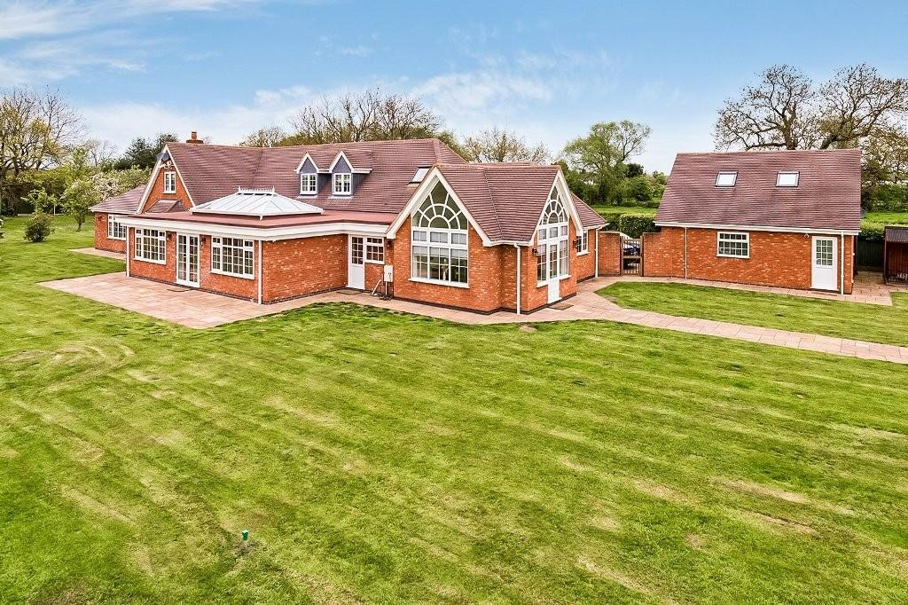 5 Bedrooms Detached House for sale in Kings Bromley, Staffordshire