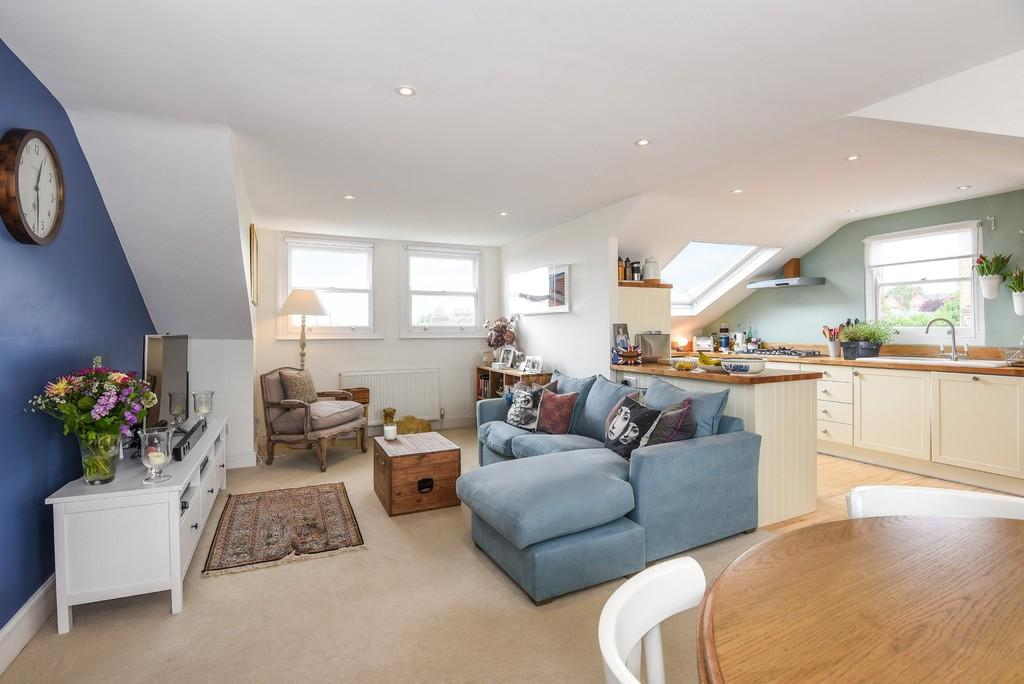 2 Bedrooms Apartment Flat for sale in Bickerton Road, N19 5JU