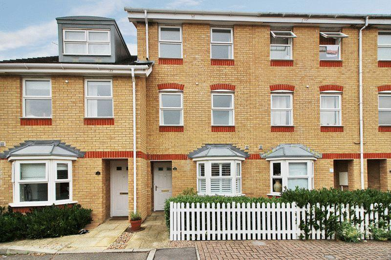 3 Bedrooms Town House for sale in Trinity Square, Horsham