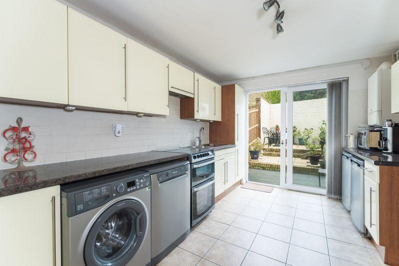 3 Bedrooms End Of Terrace House for sale in Dutton Street, Greenwich, SE10