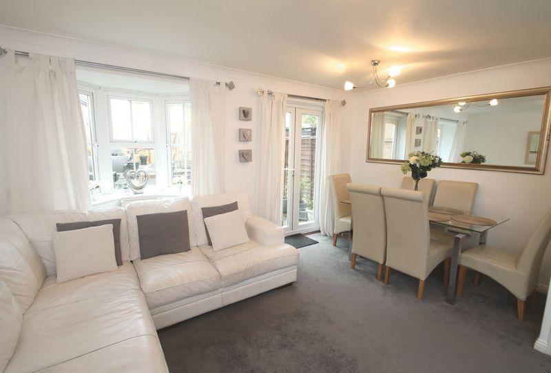 3 Bedrooms End Of Terrace House for sale in Hawkinge, Folkestone