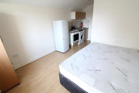 Studio to rent - Flat 3, 16 Mundy Place, Cathays, Cardiff, CF24