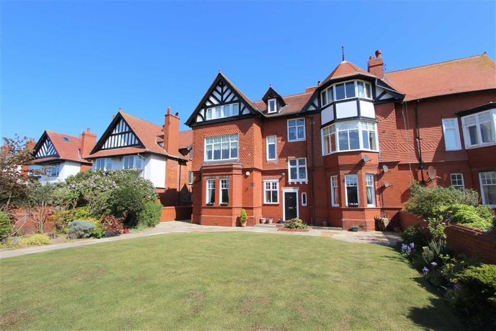 3 Bedrooms Apartment Flat for sale in Clifton Drive South, Lytham St Annes, Lancashire