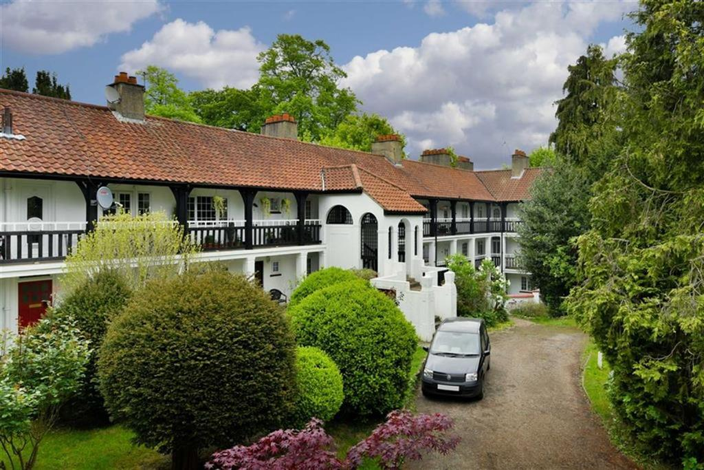 2 Bedrooms Flat for sale in Drummond Gardens, Epsom, Surrey