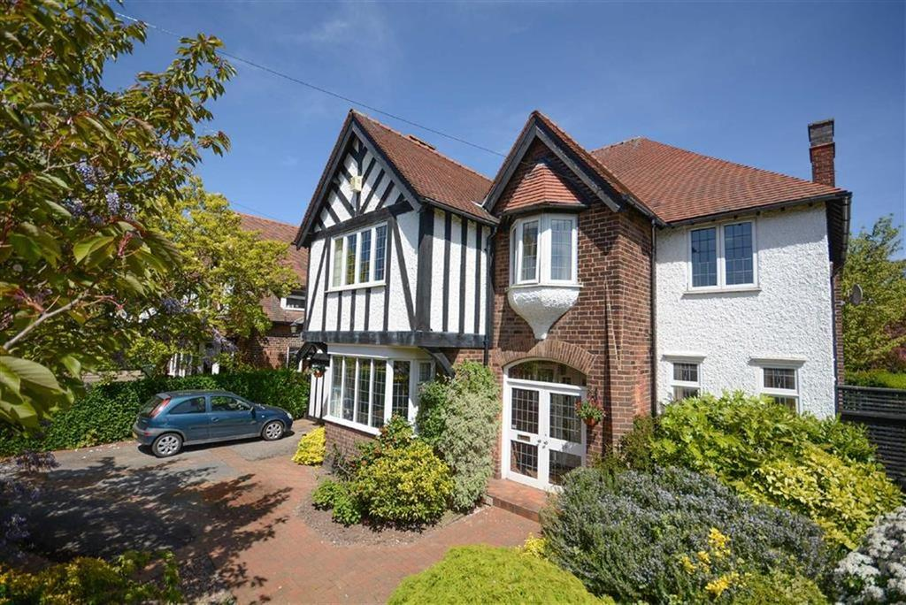 4 Bedrooms Detached House for sale in Dovedale Road, West Bridgford