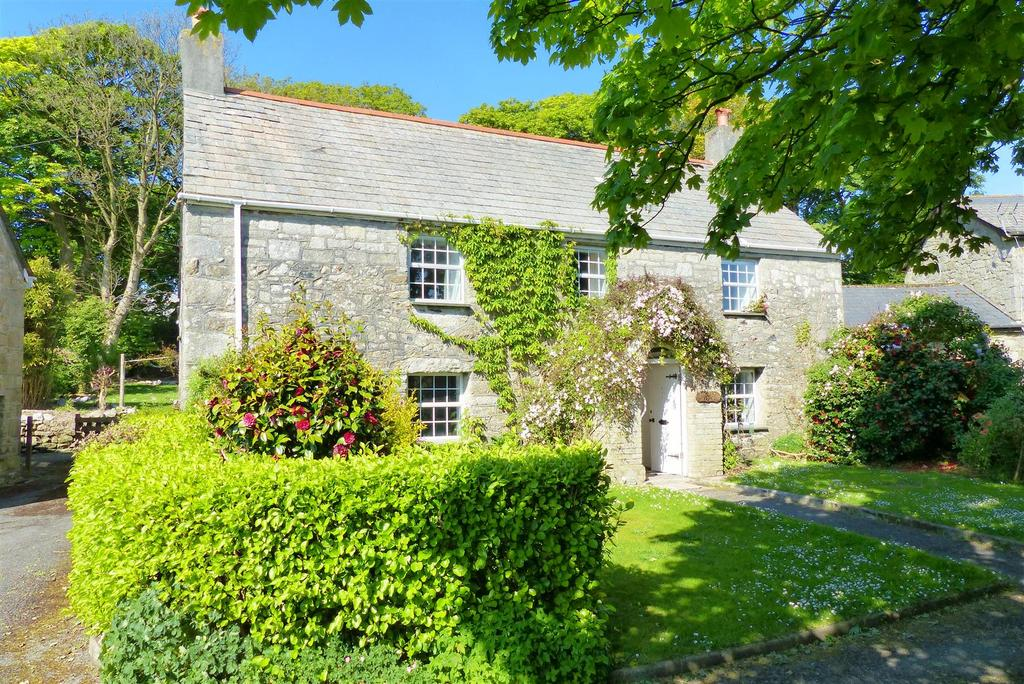 6 Bedrooms Farm House Character Property for sale in Trelavour Square, St. Dennis