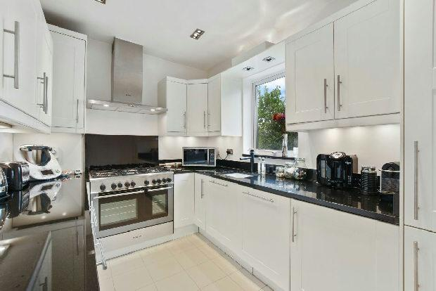 3 Bedrooms Flat for sale in GLADSMUIR ROAD Whitehall Park N19 3JX