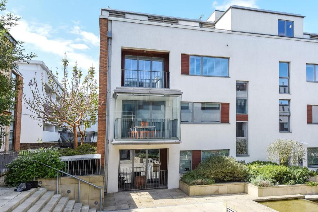 2 Bedrooms Flat for sale in Carlton Drive, Putney