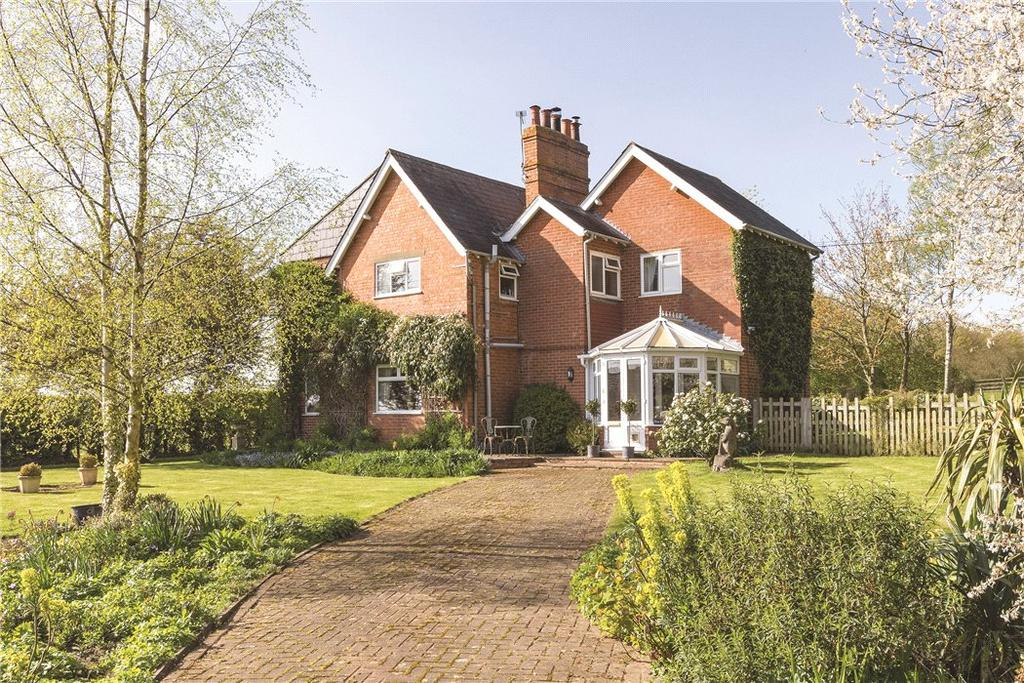 4 Bedrooms Detached House for sale in Welford Road, Spratton, Northampton, Northamptonshire, NN6