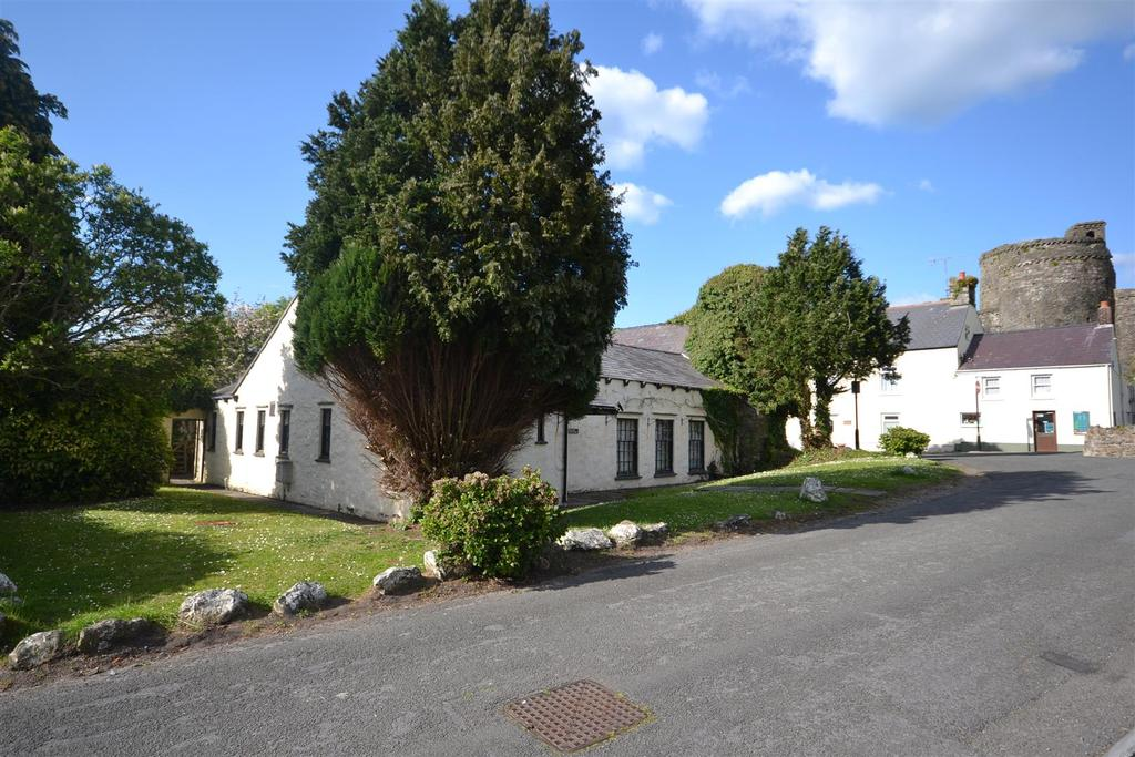 5 Bedrooms Detached House for sale in Castle Street, Kidwelly