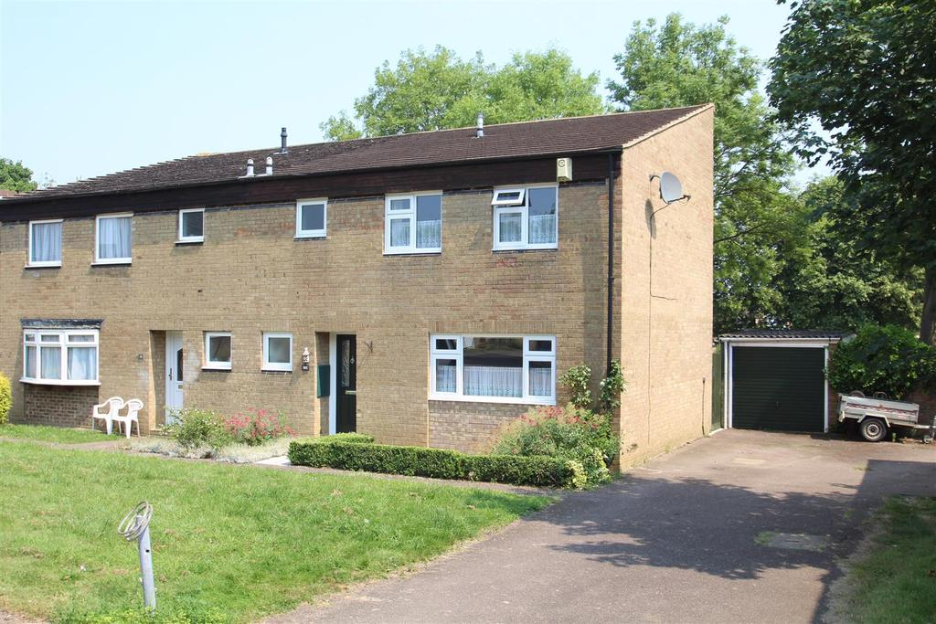 4 Bedrooms Semi Detached House for sale in Buckley Court, Stony Stratford, Milton Keynes