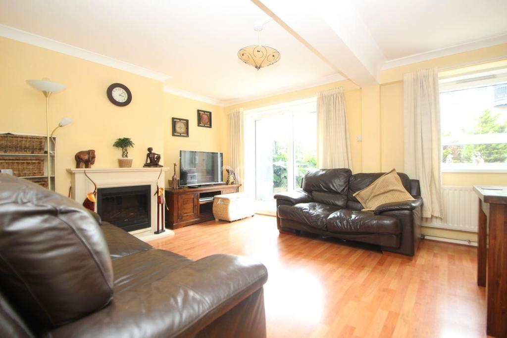 3 Bedrooms Maisonette Flat for sale in Gillman Drive, London, E15