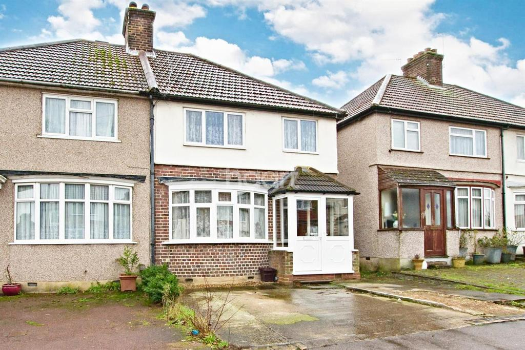 3 Bedrooms Semi Detached House for sale in Berry Avenue, Watford, WD24