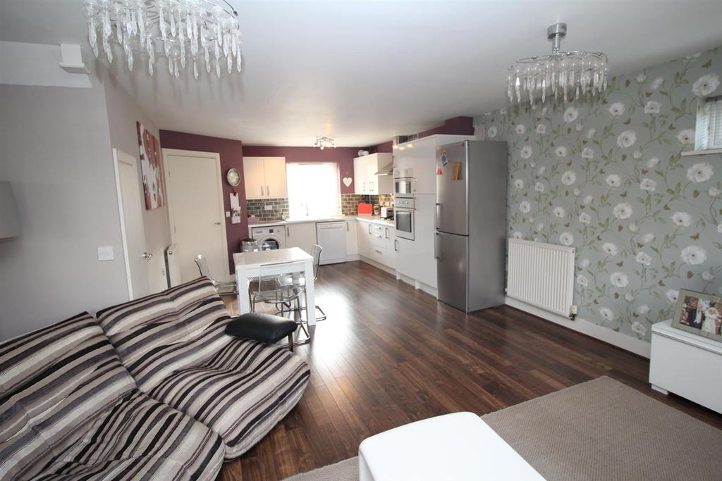 3 Bedrooms Semi Detached House for sale in Christmas Place, The Staithes