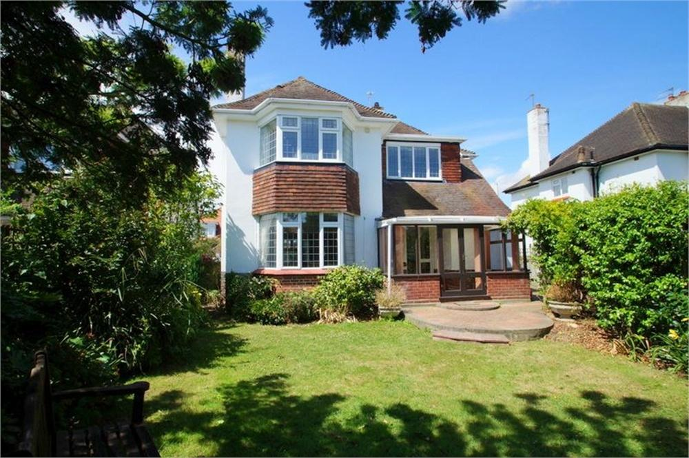 4 Bedrooms Detached House for sale in Holland Road, CLACTON-ON-SEA, Essex