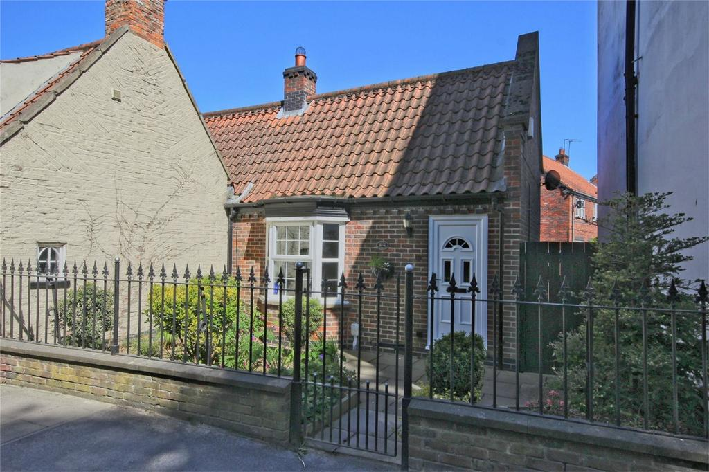 1 Bedroom Terraced Bungalow for sale in Beck Bank, Cottingham, East Riding of Yorkshire