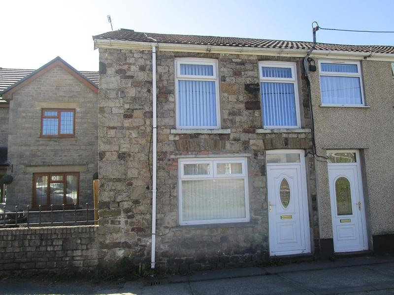 3 Bedrooms Semi Detached House for sale in Gorof Road, Lower Cwmtwrch, Swansea.