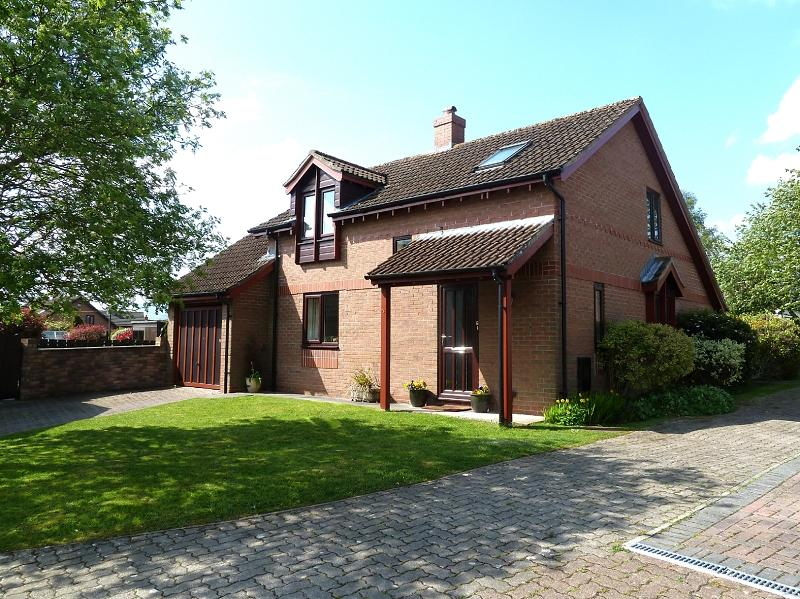 3 Bedrooms Bungalow for sale in Pontwilym , Brecon, Powys.